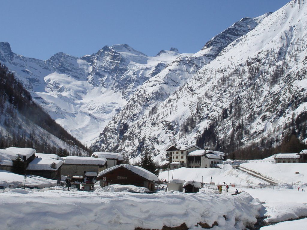 Discover Valnontey and the charm of the Park under the snow