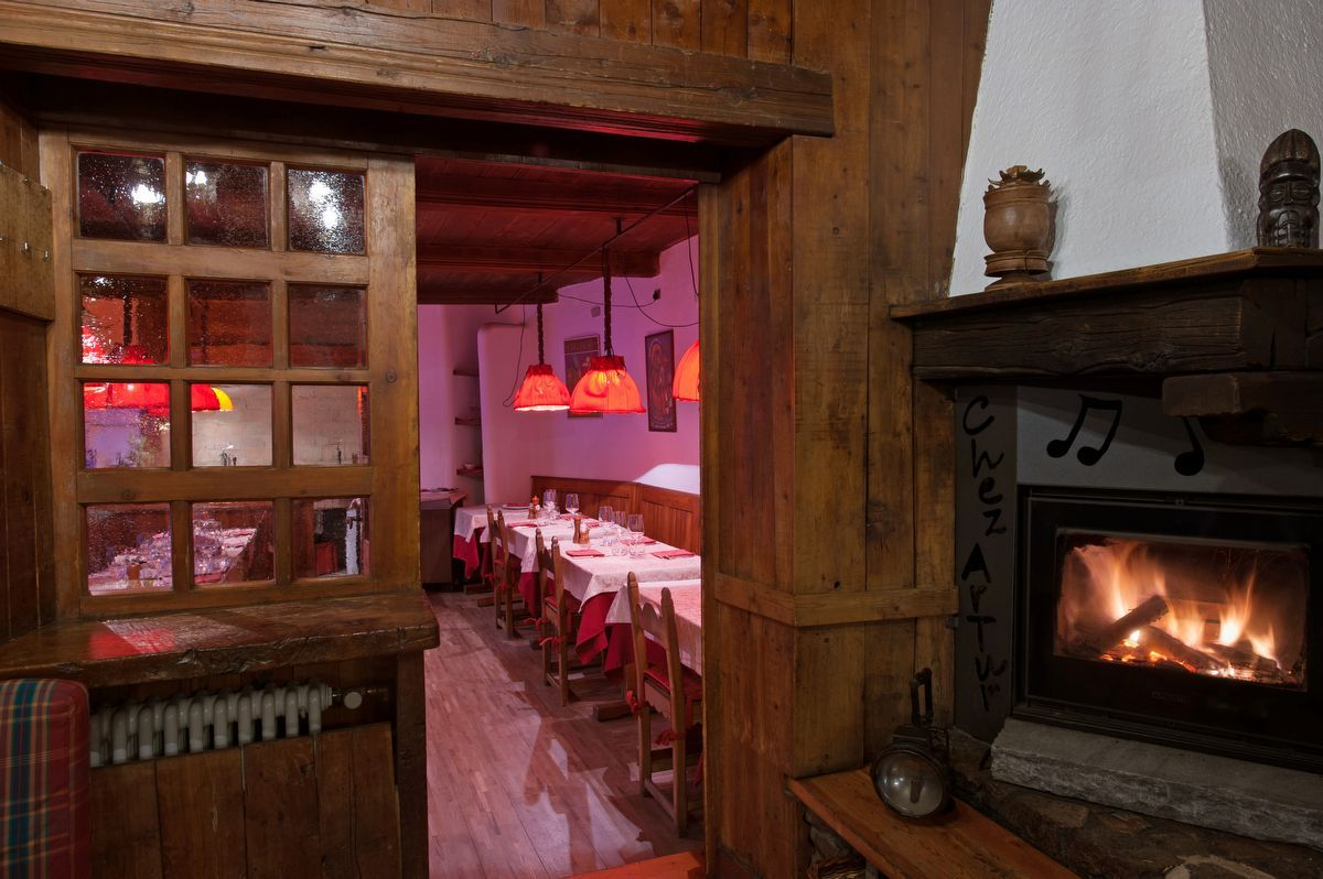 Room of Lou Ressignon restaurant in Cogne