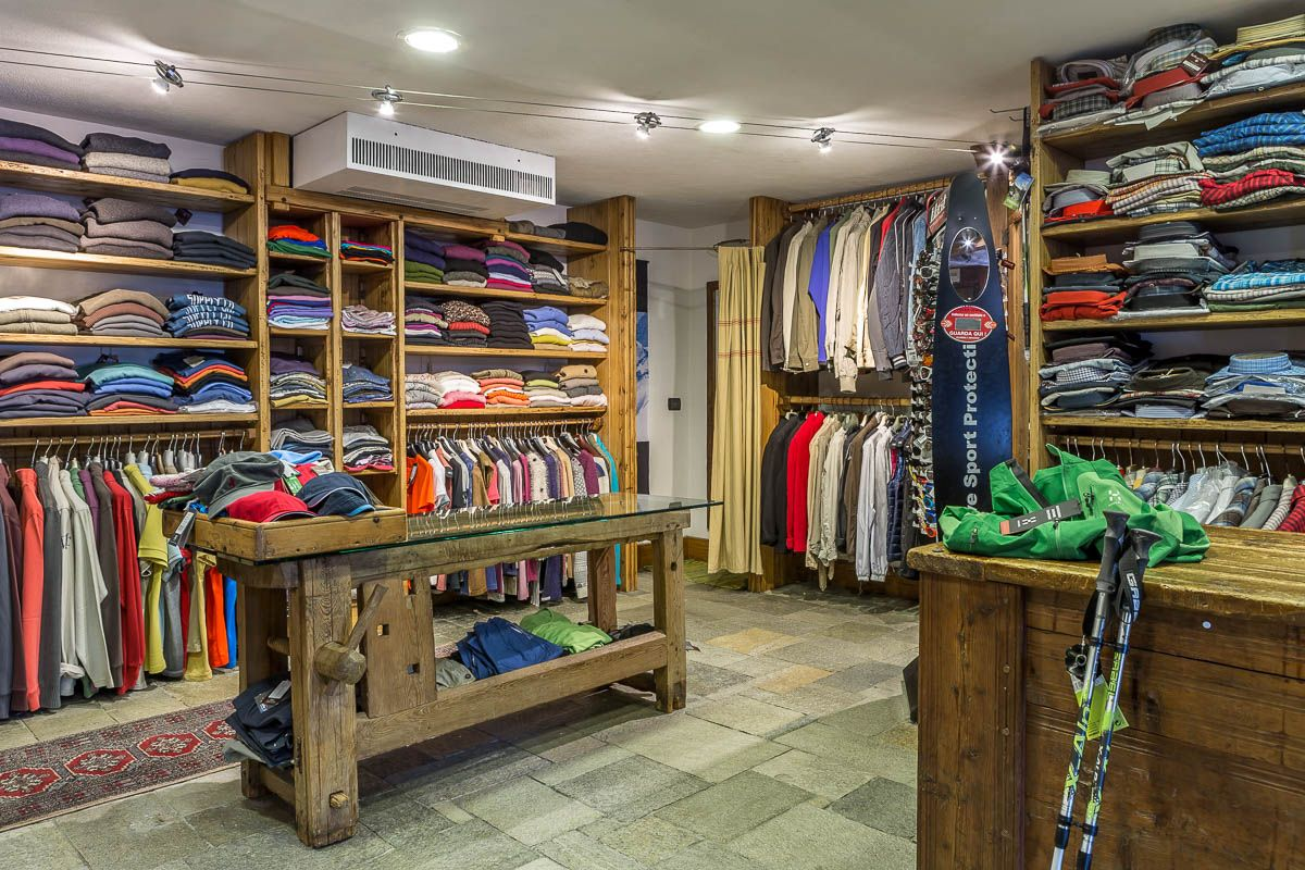 Cogne Town Centre / Clothing and footwear Abram Sport Moda