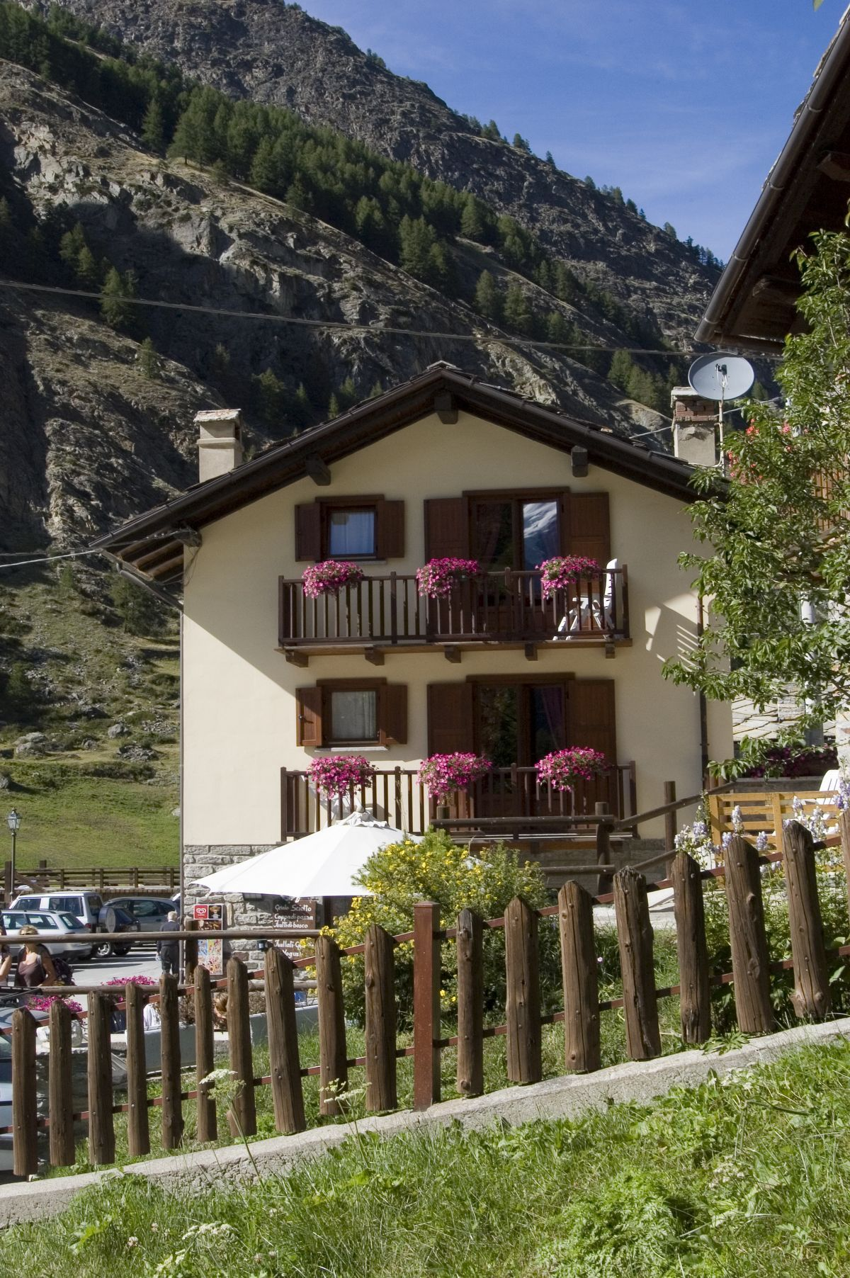 Lauson Guest House in Cogne in summer
