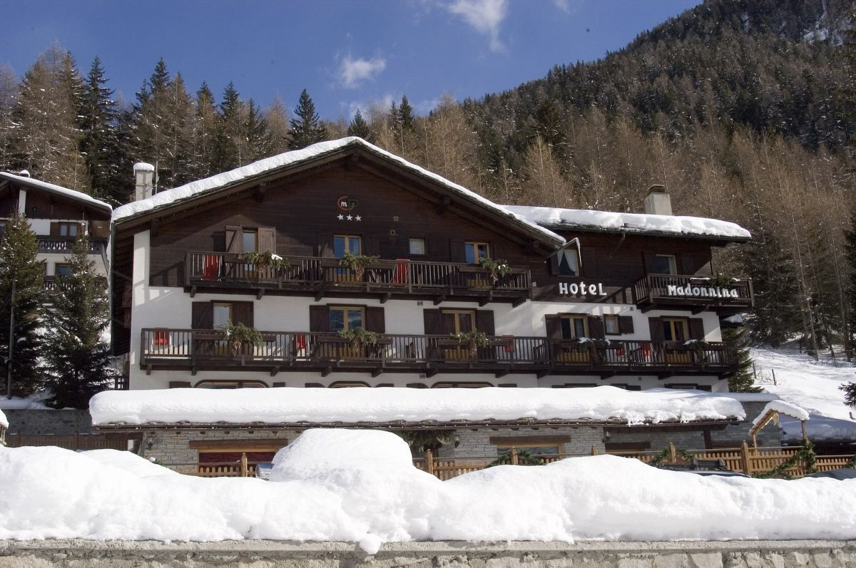 La Madonnina del Gran Paradiso hotel in Cogne in winter