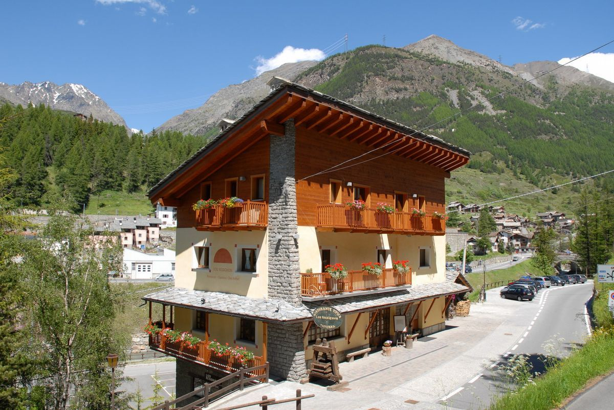 Lou Ressignon restaurant in Cogne in summer