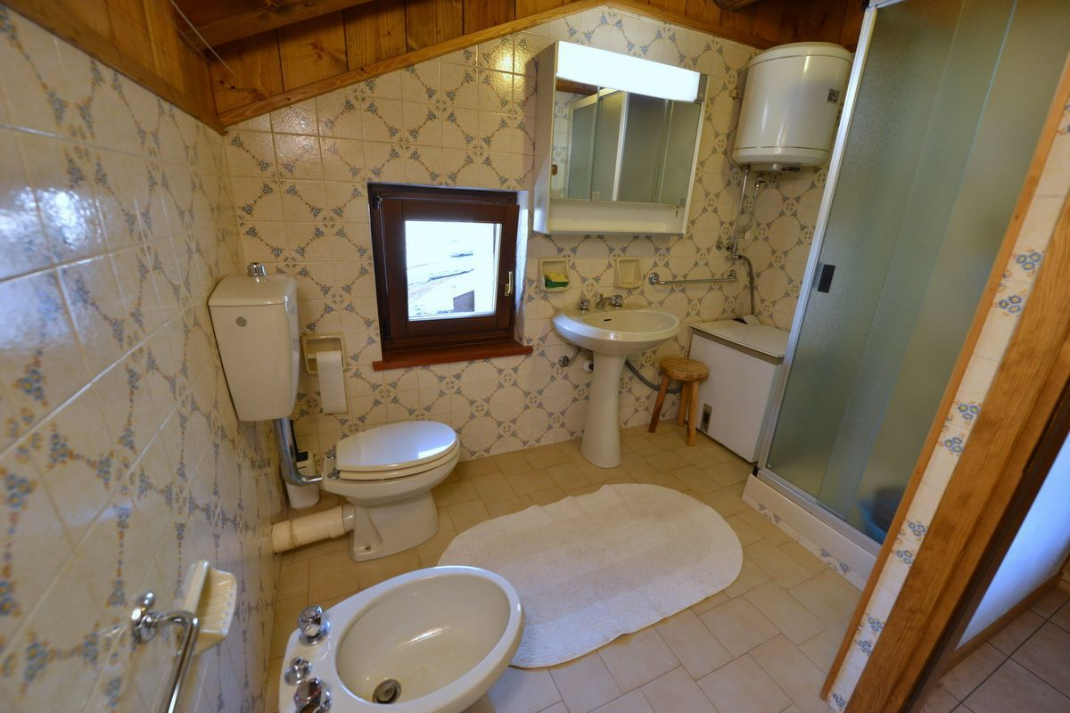 Bathroom in apartment Cirmolo in Cogne