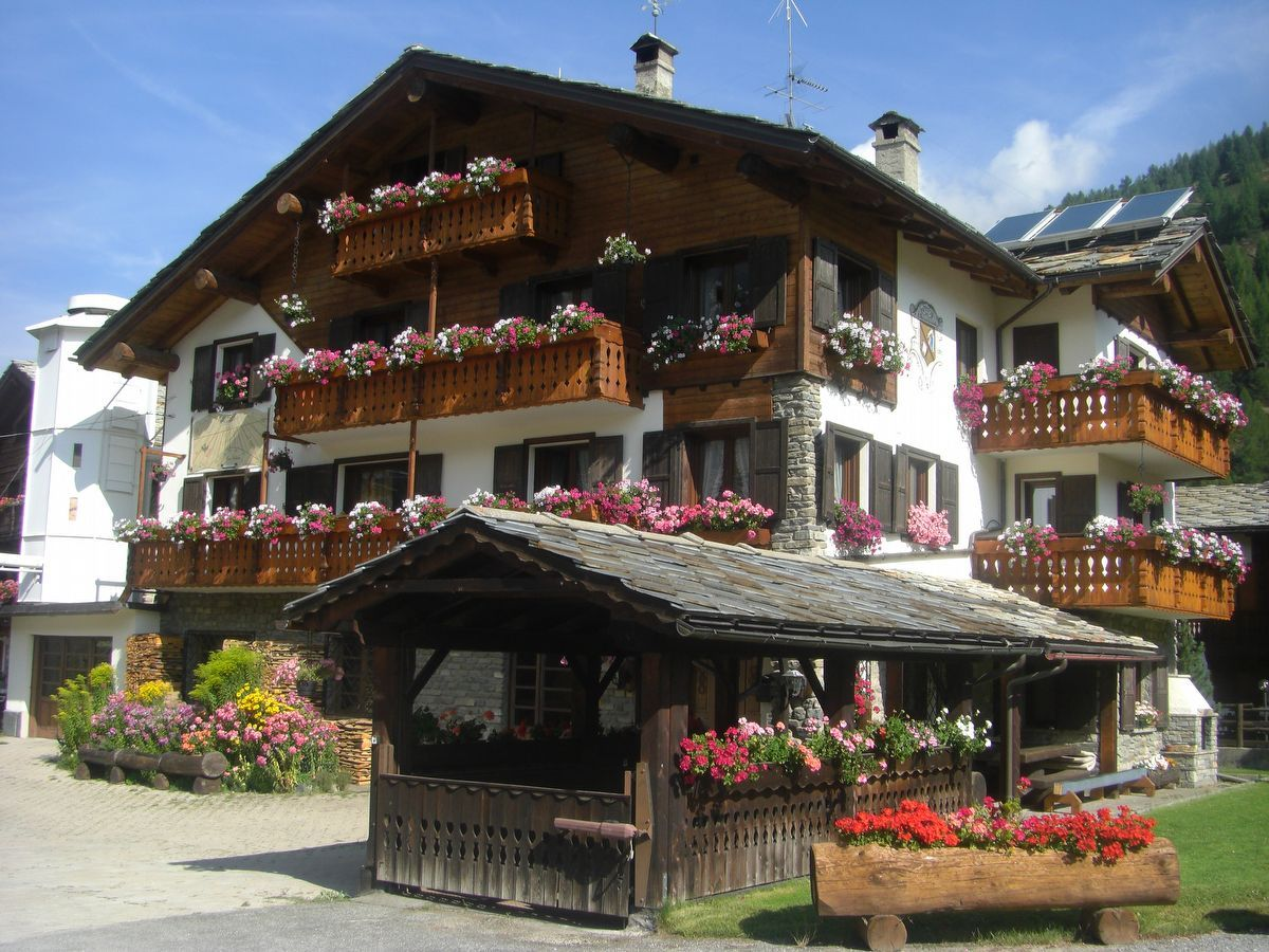 Outside view of the apartment Cirmolo in Cogne