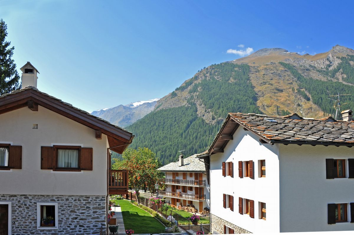 View from apartment Sylvenoire B in Cogne in summer