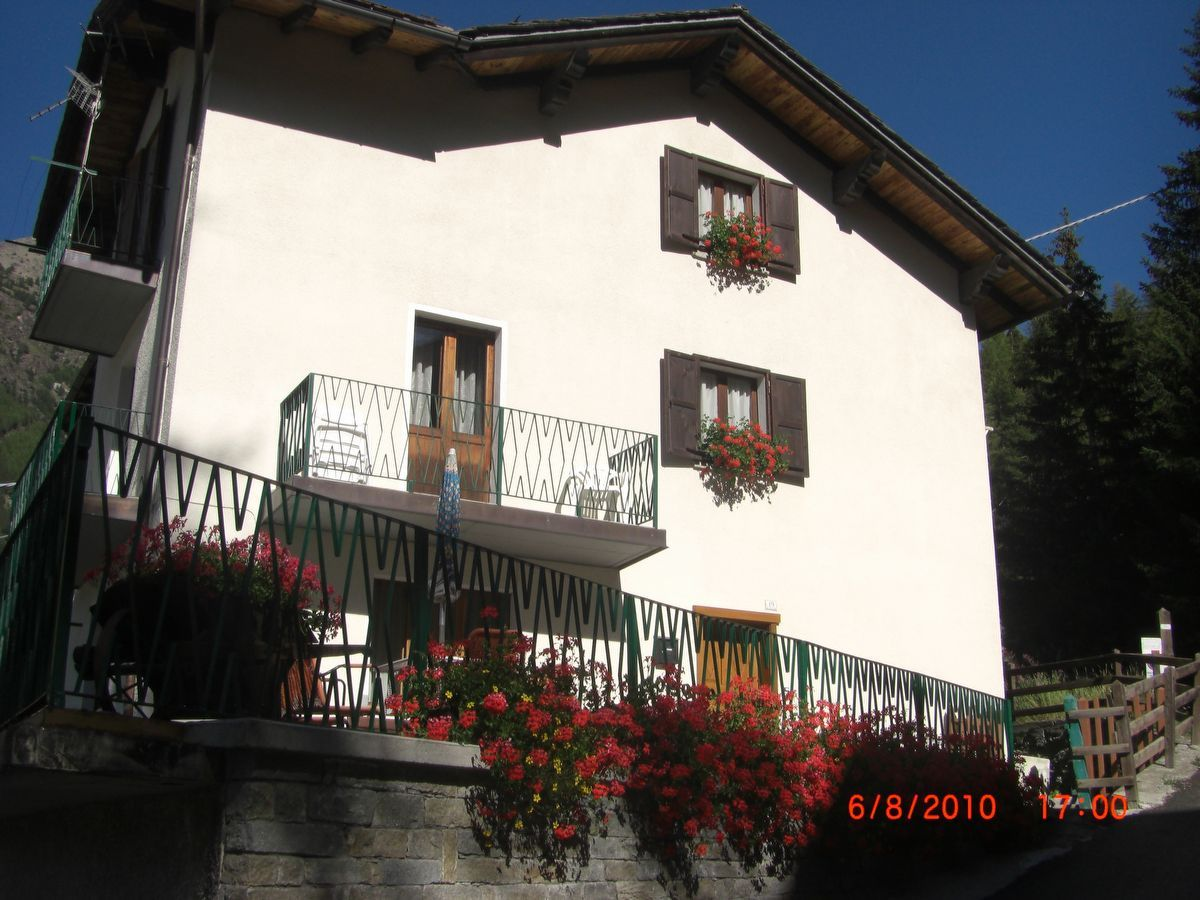Outside view of the apartment Rododendro in Cogne