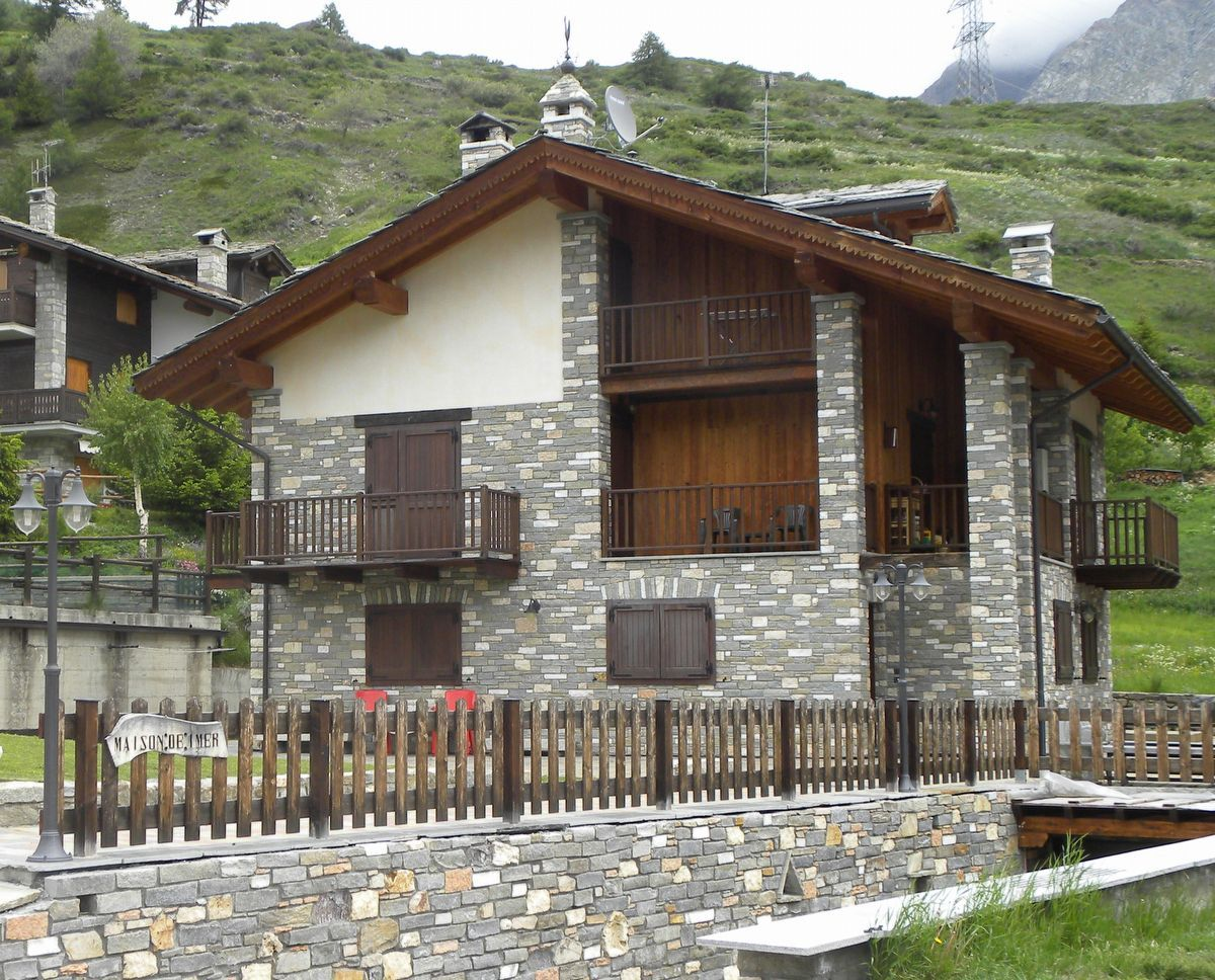 Outside view of the the apartment Maison Imer in Cogne