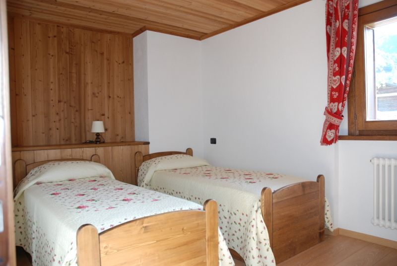 Single bedroom in Groupet apartment in Cogne