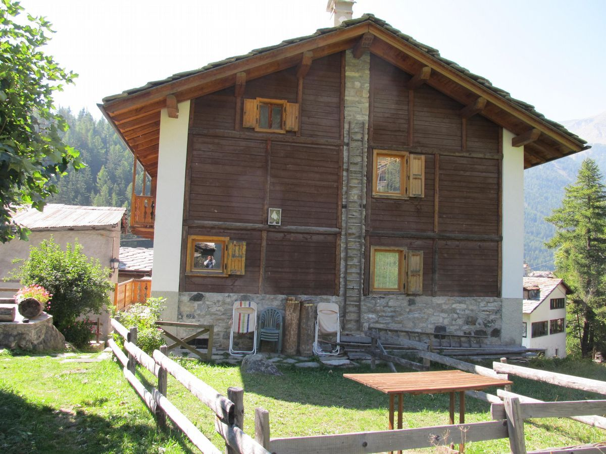 Outside of the apartment Meson de Germen 2 in Cogne