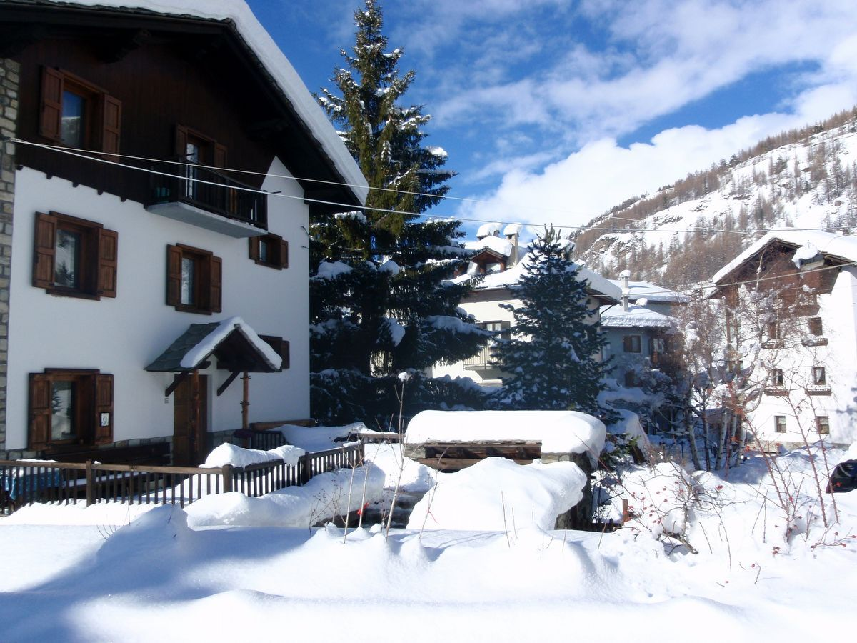 Outside view of apartment Camelot in Cogne in winter