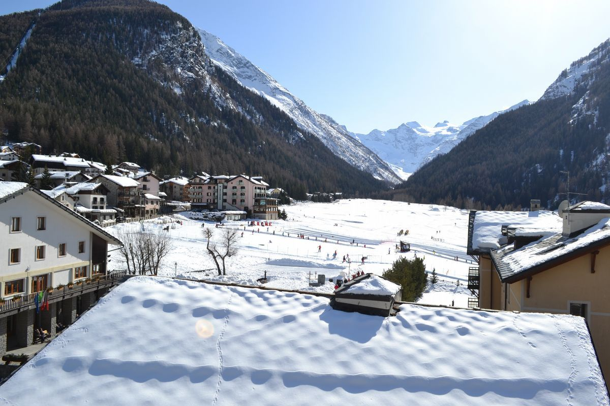 View in winter from the apartment Les Bijoux du Grand Paradis in Cogne