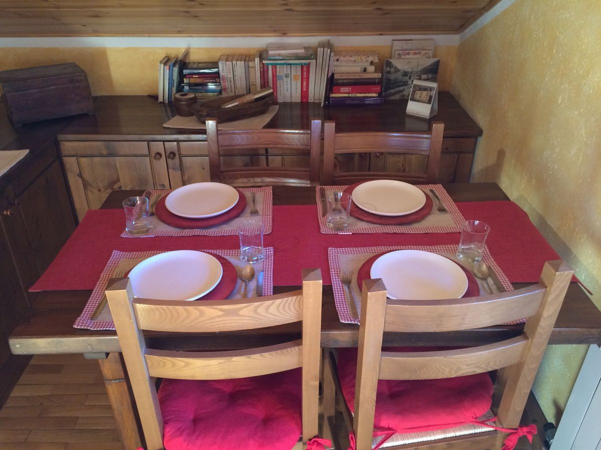 Dining room of the apartment Charme in Cogne